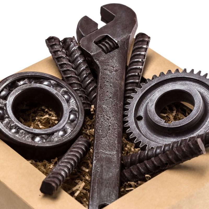 Инструменты из шоколада на юбилей