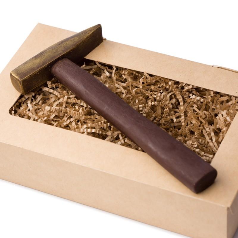 Молоток из шоколада