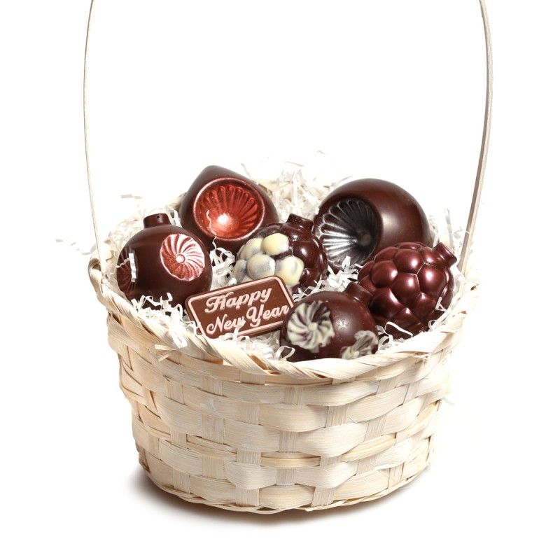 Корзинка с шоколадными игрушками № 2