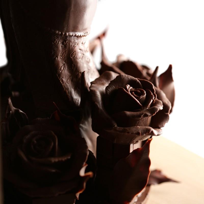 Шоколадная принцесса с розами